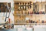 Domowy warsztat stolarski – jakie urządzenia kupić?