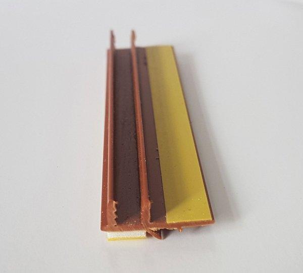 Listwa przyokienna Apu z uszczelką złoty dąb 2,5m