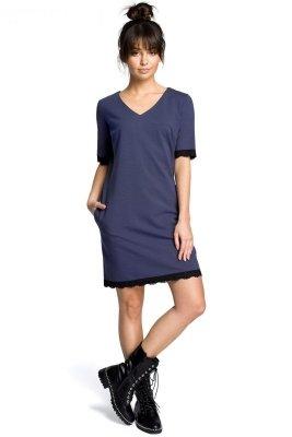 B077 Sukienka z koronką niebieska