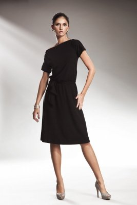 Subtelna czarna sukienka z zamkiem - S13
