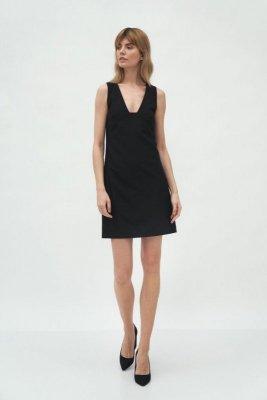 Czarna sukienka z głębokim dekoltem - S173