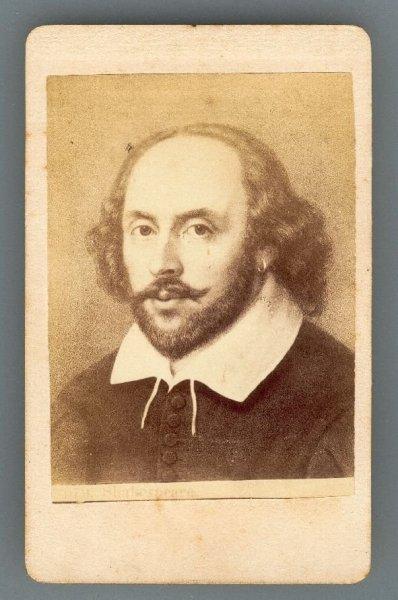 [SHAKESPEARE William]. [187-]. Fotografia form. 8x5,5 cm na podkładzie form. 10,2x6,2 cm nieznanego autorstwa.