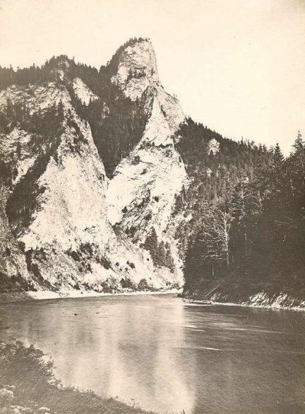 [GÓRY - Sokolica w Pieninach - fotografia pejzażowa]. [l. 30. XX w.]. Fotografia form. 18x13 cm nieznanego autorstwa.