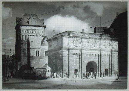 WAŃSKI Tadeusz — Gdańsk, Brama Wyżynna - fotografia sytuacyjna. [l. 60. XX w.?]. Fotografia form. 29,8x39,7 cm.