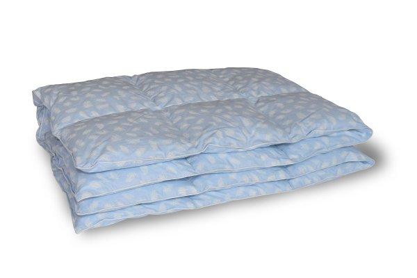 Kołdra z półpuchu 200x220 cm Niebieska w białe piórka.