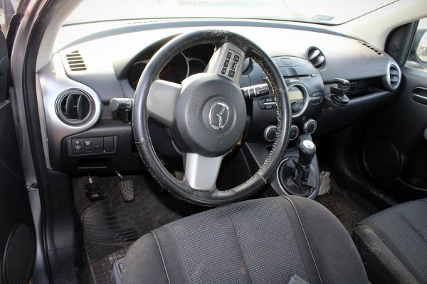 Mazda 2 DE 2009 1.3i Hatchback 5-drzwi