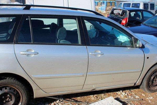 Szyba drzwi tył prawa Toyota Corolla E12 2006 Kombi
