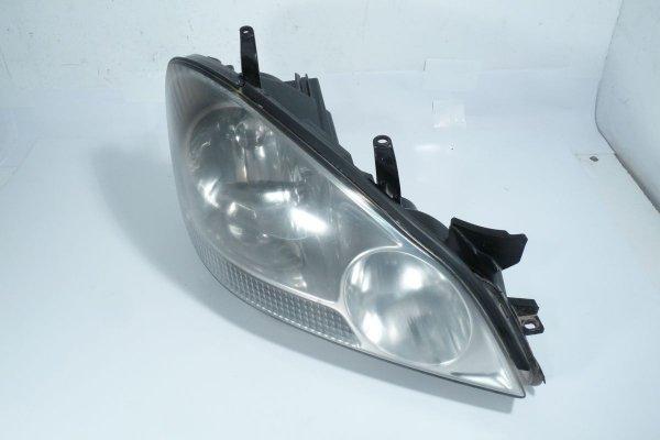 Reflektor prawy Toyota Avensis Verso 2002