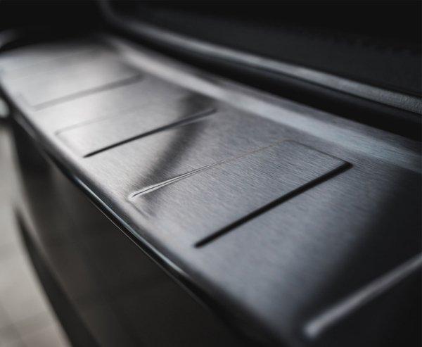 AUDI A6 C7 Sedan 2011-2018 Nakładka na zderzak TRAPEZ Czarna szczotkowana