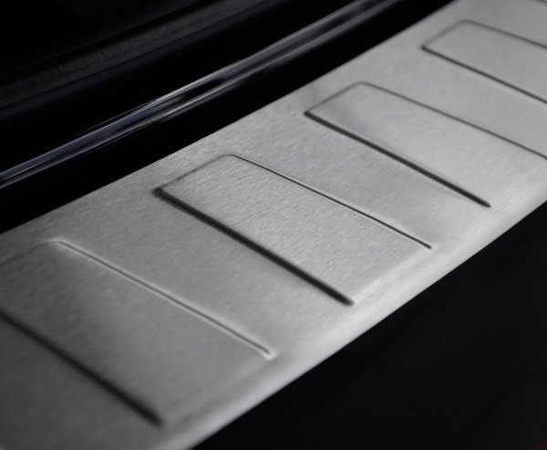 Alfa Romeo Stelvio od 2016 Nakładka na zderzak TRAPEZ Mat