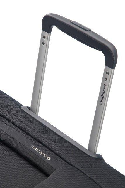 Bagaż posiada wyciąganą, stopniowaną raczkę co umożliwia łatwe i wygodne prowadzenie bagażu