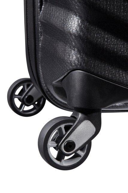 Bagaż posiada cztery obrotowe koła, które umożliwiają wygodne prowadzenie bagażu