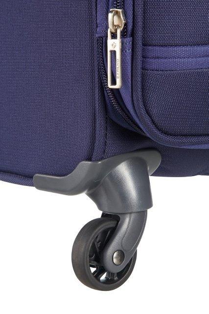 Bgaż posiada cztery obrotowe koła, co umożliwia wygodne prowadzenie bagażu w każdym kierunku