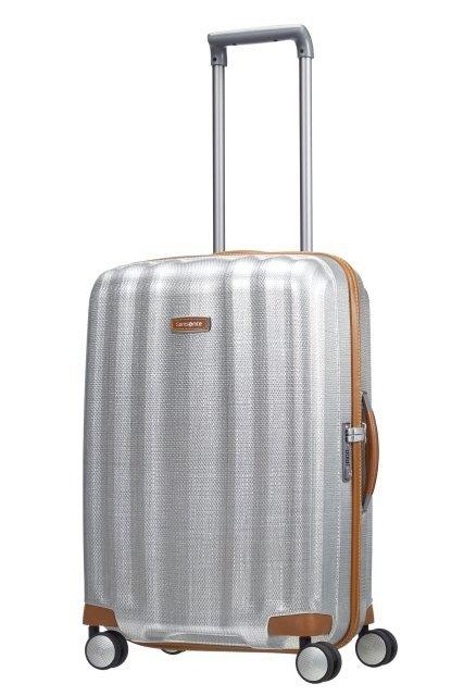 Bagaż posiada wyciągany, stopniowany stelaż, który umożliwia łatwe i wygodne prowadzenie