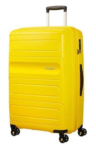 Bagaż Sunside 77 cm. Bagaż wewnątrz posiada dwie komory do pakowania. Jedna komora zapinana na suwak, druga z pasami krzyzowymi do przytrzymania ubrań