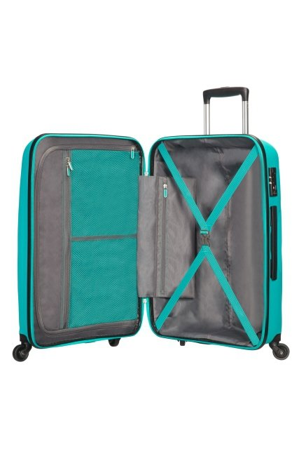 Bagaż w środku dzielony jest na pół. Wewnątrz posiada mateiał odzielający dwie części oraz pasy spinające ubrania