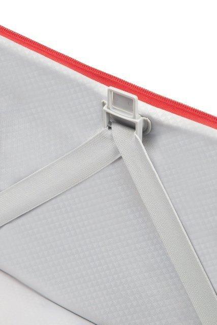 Bagaż posiada mocowania na pasy spinające, co umożliwia łatwe i szybkie pakowanie