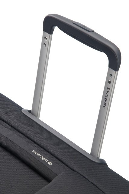 Bagaż posiada wyciągany, stopniowany stelaż, co umożliwia wygodne prowadzenie bagażu