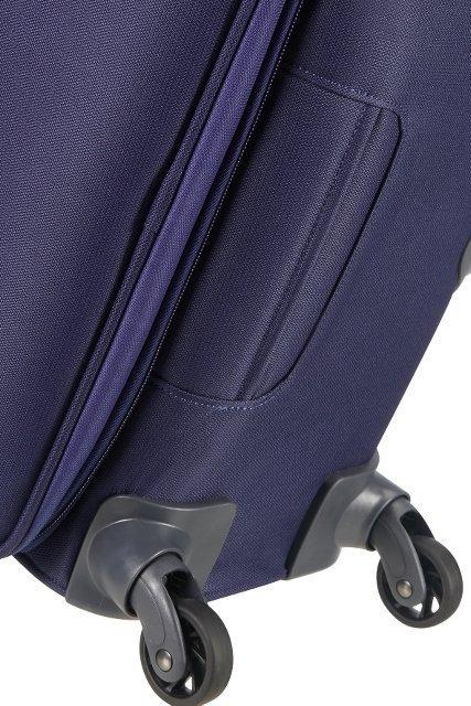 U dołu bagażu znajduje sie uchwyt, który umożliwia łatwe podnoszenie bagażu