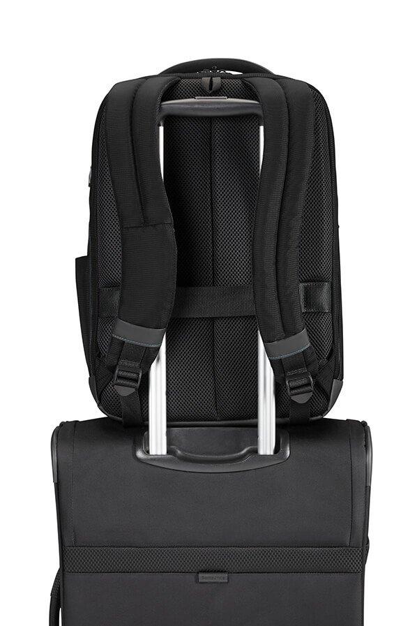 Plecak posiada tunel, który umożliwia nałożenie plecaka na stelaż bagażu