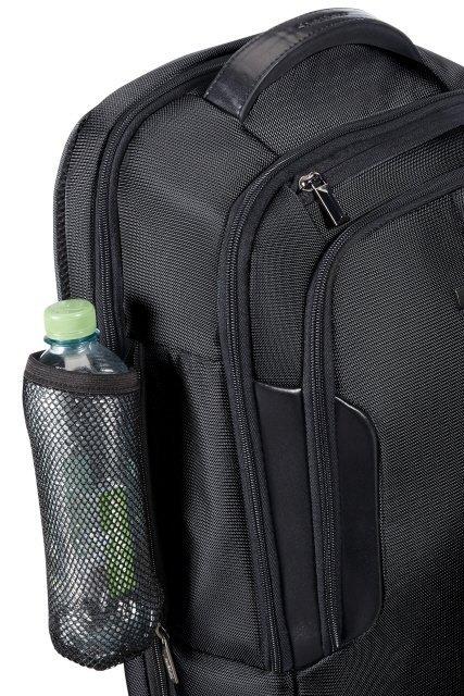 Plecak z boku posiada zintegrowaną siatkę na butelke z wodą