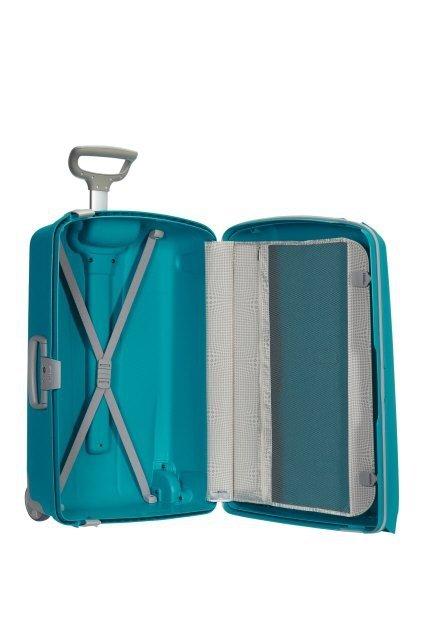 Bagaż dzielony na pół: po jednej stronie pajączek spinający ubrania po przeciwnej przekładka przytrzymująca ubrania
