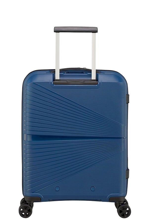 Bagaż posiada wysuwany stelaż do wygodnego prowadzenia walizki