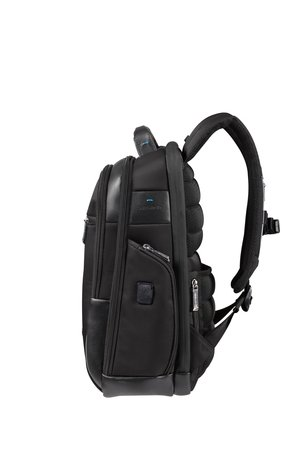 Plecak posiada regulowane szelki z zapięciem piersiowym