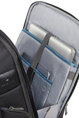 Plecak w tylnej kieszeni posiada miejsce na laptopa i tablet