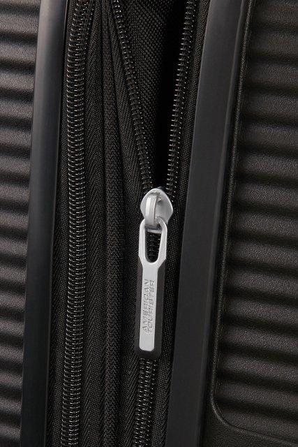 Bagaż posiada dodatkowy zamek, króry umożliwia zwiększenie objętości bagażu