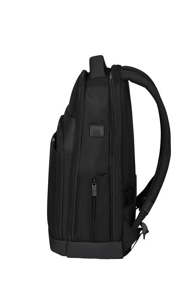 Plecak posiada wygodne, regulowane szelki oraz boczne kieszenie. Plecak posiada zintegrowany port USB