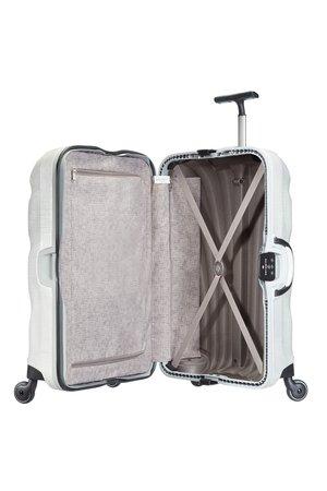 Bagaż wewnątrz wyłożony jest materiałem. Wewnątrz posiada dwie komory, jedna otwarta z pajaczkiem przytrzymującym ubrania, a druga komora z materiałową przekładką zapinaną na suwak