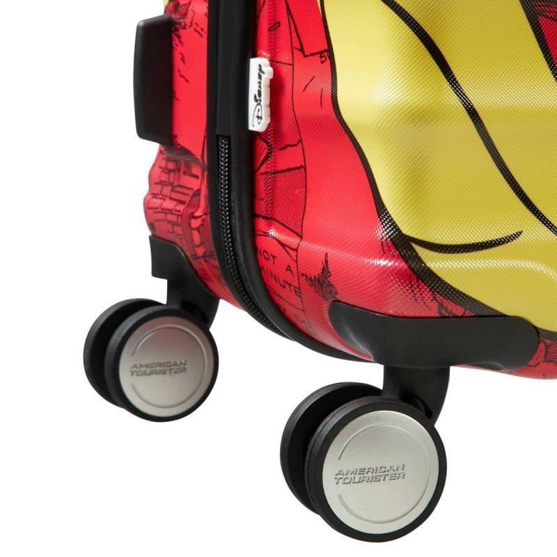 Bagaż posiada cztery koła, które ułatwiają poruszanie się w każdym kierunku
