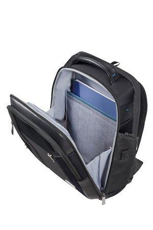 Plecak posiada dwie główne komory oraz zewnętrzne kieszenie. Przednia większa komora przeznaczona na dokumenty, książki.