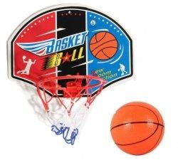 Kosz z piłką do gry w koszykówkę