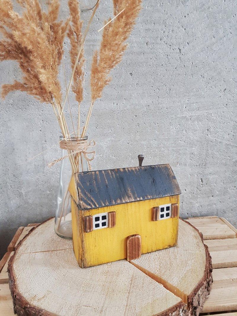 Drewniany domek musztarda