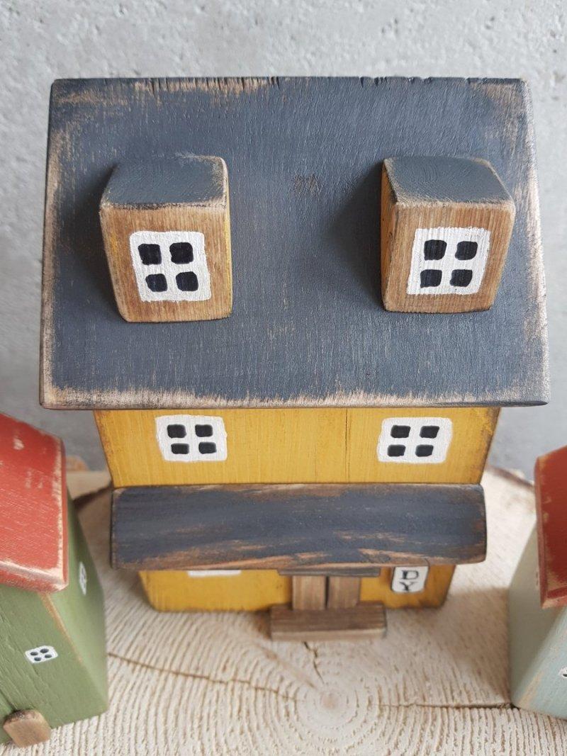 Drewniany domek lody z poddaszem