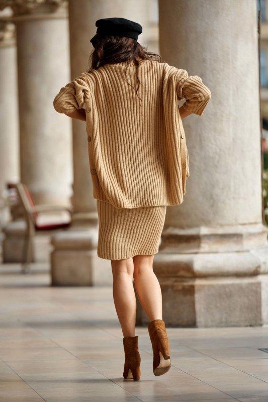 Komplet swetrowy – spódnica i sweter z golfem LS308 kamel