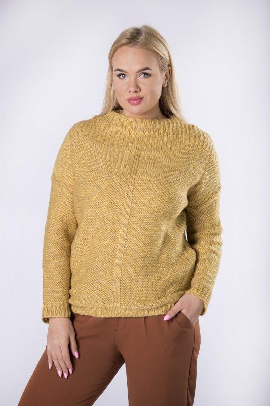 Sweter z golfem i skrojonym na półokrągło dołem, dłuższym z tyłu