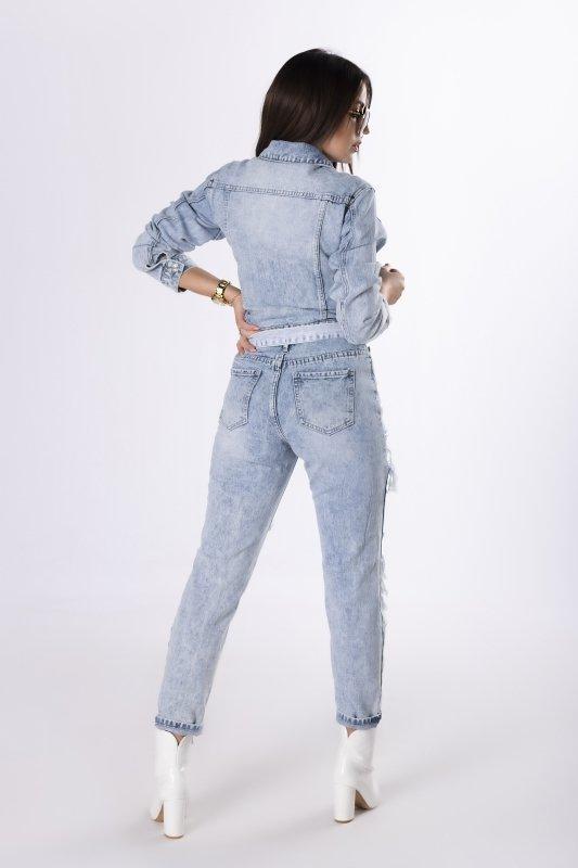 jeansowy kombinezon z przetarciami