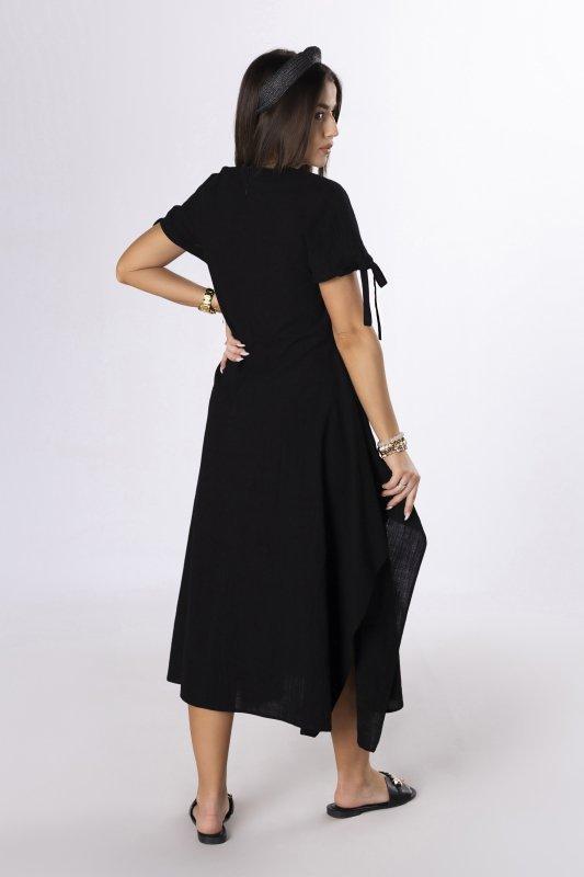 trapezowa sukienka z wiązaniem