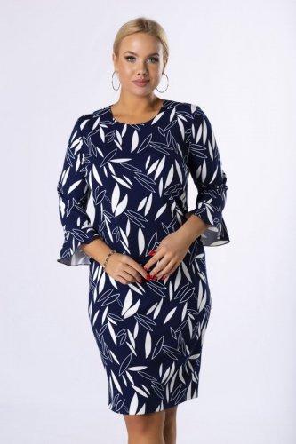 dopasowana sukienka z rozszerzanymi rękawami