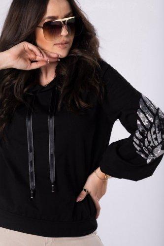 bluza z cekinowymi skrzydłami na rękawach