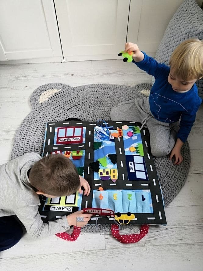 Składana ulica z samochodami - mata książeczka sensoryczna dla chłopca 3+