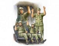 Trumpeter 00417 US Army CH-47 Crew in Vietnam (1:35)