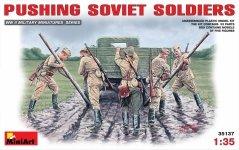 MiniArt 35137 Pushing Soviet Soldiers (1939-1945) (1:35)