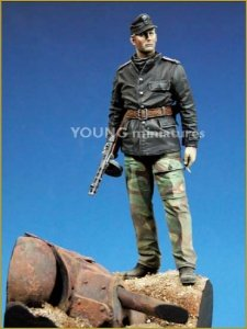 Young Miniatures YM9001-B SS Panzer Officer with T-34 Mantlet Base 90mm
