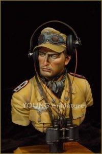 Young Miniatures YM1802 DAK Panzer Officer 1/10