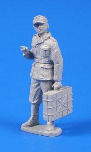 CMK 48302 Germann WWII Soldier with Grenade Case 1/48