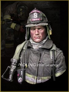 Young Miniatures YC1801 FIRE FIGHTER 1/10